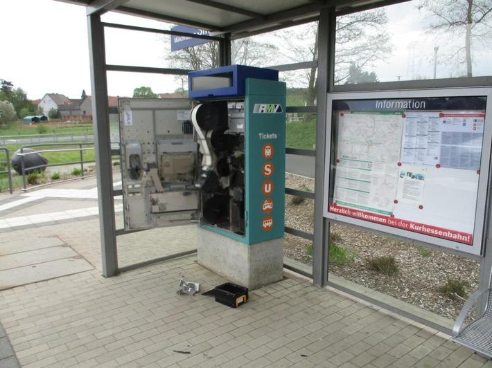Aufgebrochener Fahrkartenautomat in Simtshausen; Quelle: Bundespolizei