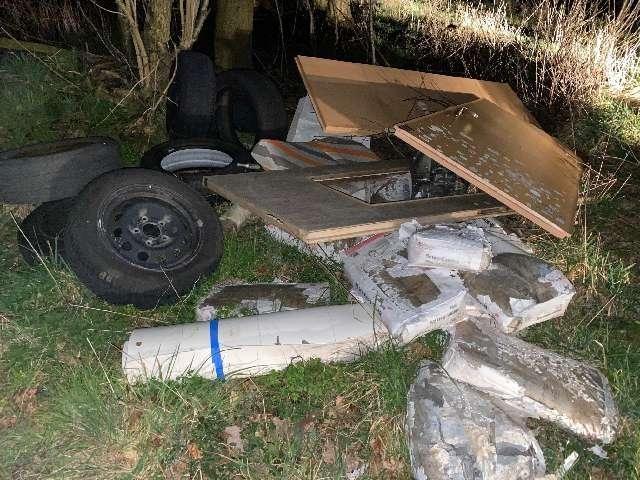 POL-AUR: Wittmund - Müll auf Feldweg entsorgt