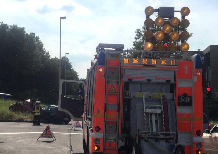 Verkehrsunfall Konrad-Adenauer-Damm - Bild: Feuerwehr und Rettungsdienst Bonn