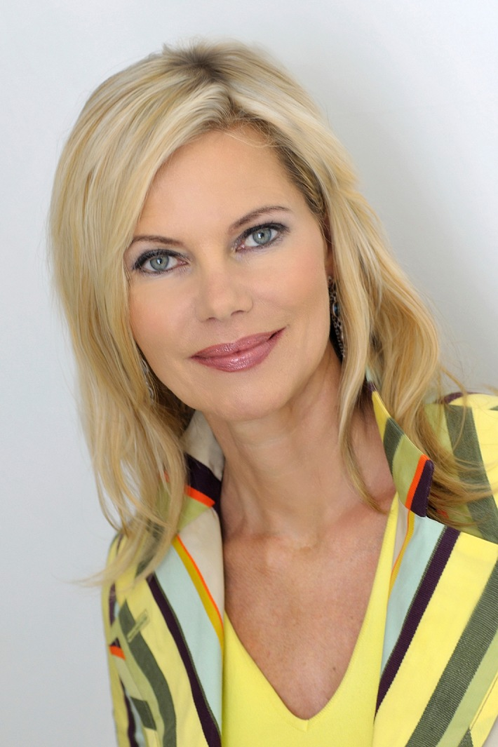 Tv moderatorin und powerfrau nina ruge im interview ein naturverbundenes leben mit for Zdf heute moderatorin