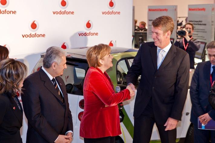 Bundeskanzlerin Angela Merkel besucht Vodafone auf der IT-Messe CeBIT (mit Bild)