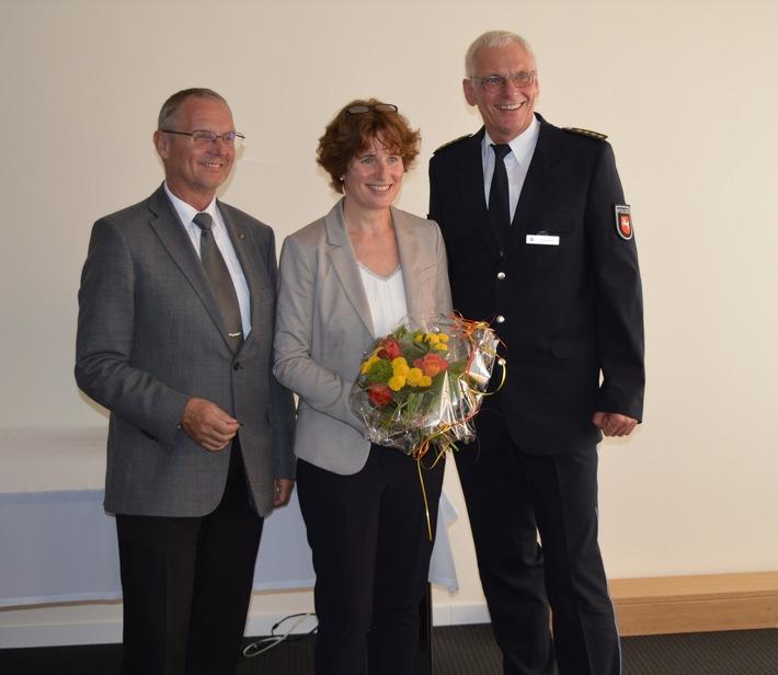 v.l.n.r.: Uwe Lührig (Präsident der Polizeidirektion Göttingen), Dagmar Leopold (Leiterin des Polizeikommissariats Elze) und Uwe Ippensen (Leiter der Polizeiinspektion Hildesheim)