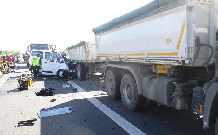 POL-BS: Schwerer Unfall auf der A39 - Fahrerin stirbt nach Auffahrunfall