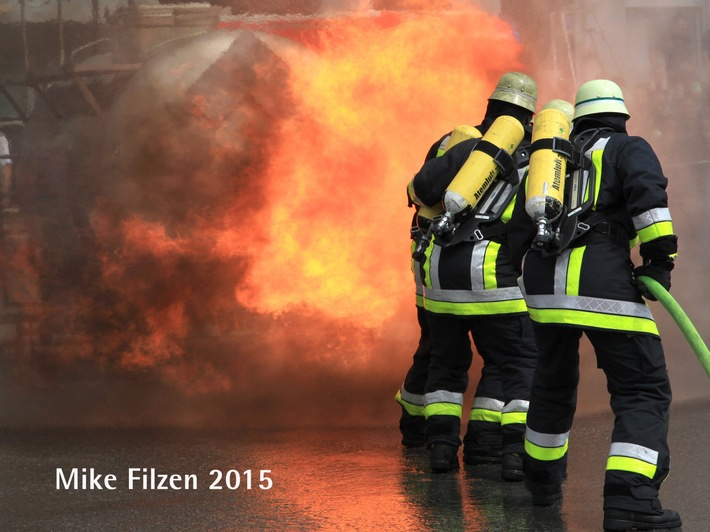 Brand in einer Recyclingfirma