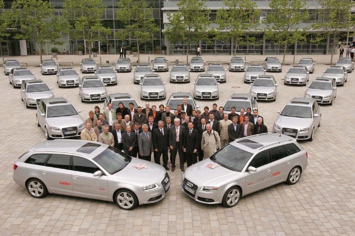 """Übergabe von 22 Audi A4 Avant und zehn Audi A6 Avant an 32 Sportjournalisten für die Zeit der Weltmeisterschaft. Die Verwendung dieses Bildes ist für redaktionelle Zwecke honorarfrei. Abdruck bitte unter Quellenangabe: """"obs/Audi AG"""""""