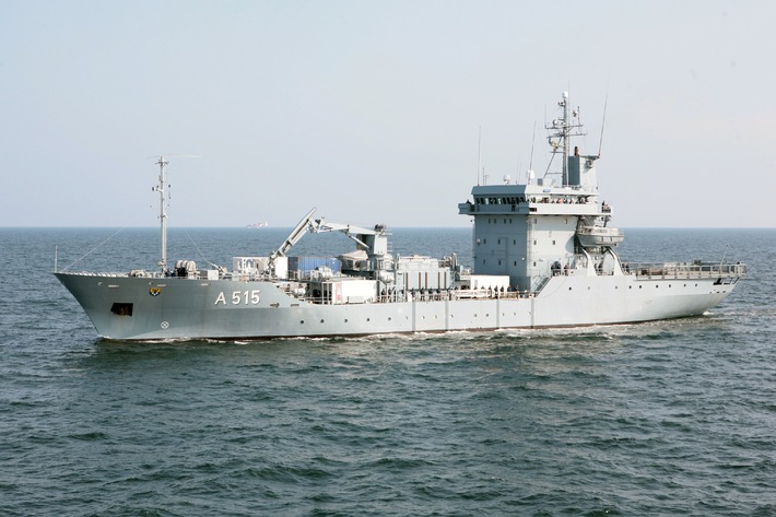 """Archivbild: Tender """"Main"""" in See. Foto: Deutsche Marine."""