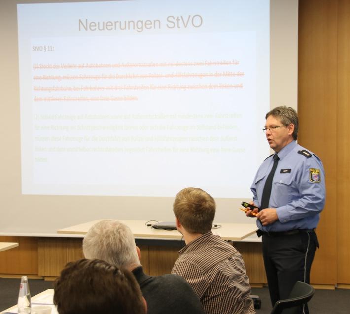 Verkehrsbehörden - Polizeihauptkommissar Engelbert Auth (Polizei)