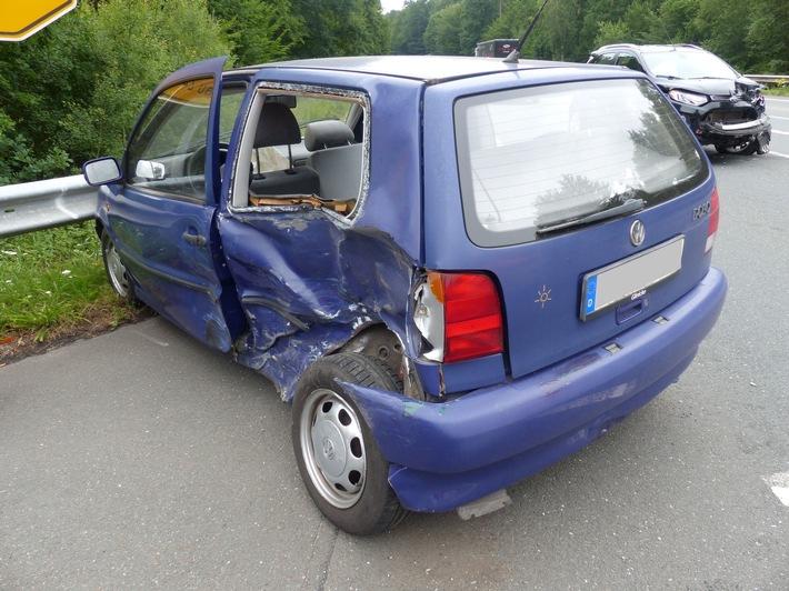 Sechs Personen erlitten bei dem Unfall auf der B 61 in Petershagen leichte Verletzungen. Foto: Polizei Minden-Lübbecke