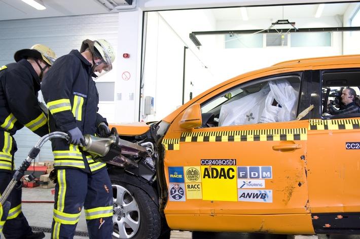 ADAC-Rettungskarte / Schnelle Hilfe griffbereit / Nach einem Unfall kommt es auf jede Sekunde an