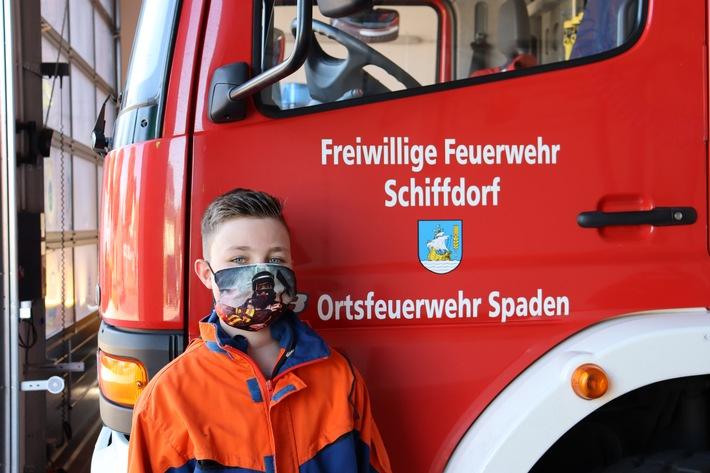 FFW Schiffdorf: Nachwuchsbrandschützer erhalten Präsente in Form von Mund-Nasen-Masken