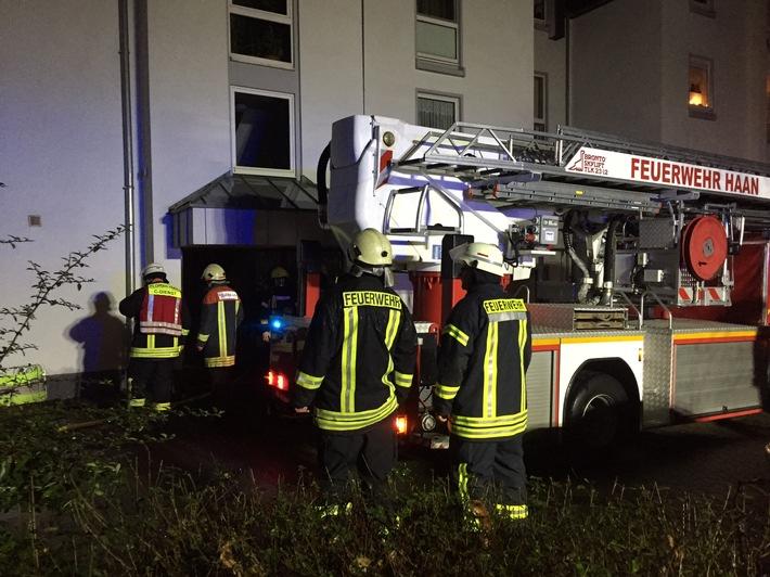 Die Feuerwehr im Einsatz beim Kellerbrand an der Diekermühlenstraße. (Foto: Feuerwehr Haan)