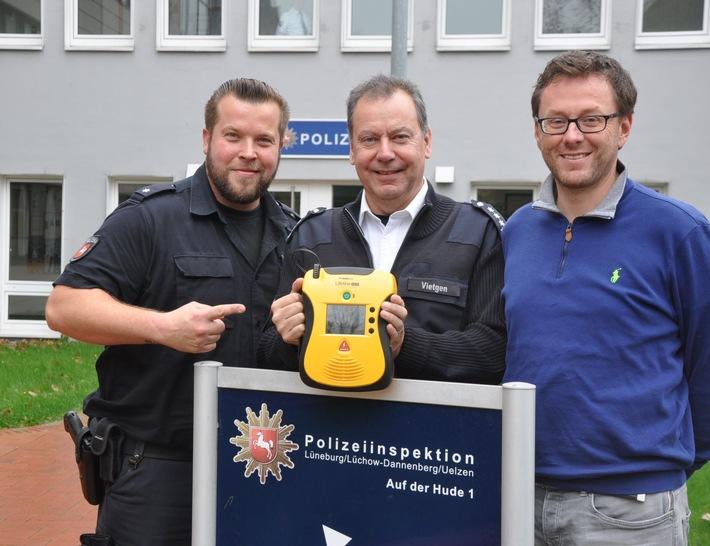 EPHK Christof Vietgen und Leiter Verwaltung, Heiko Marquardt ... mit Defi vor der LGer Wache ++ ... auch die Polizei SCHOCKT ++