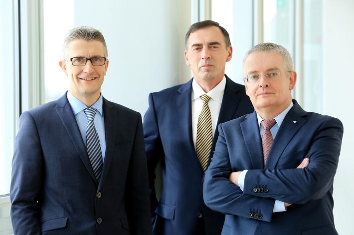 Die Vorstände der uniVersa (v.l.):  Frank Sievert, Werner Gremmelmaier und Vorstandsvorsitzender Michael Baulig.  Foto: uniVersa   Abdruck: honorarfrei.