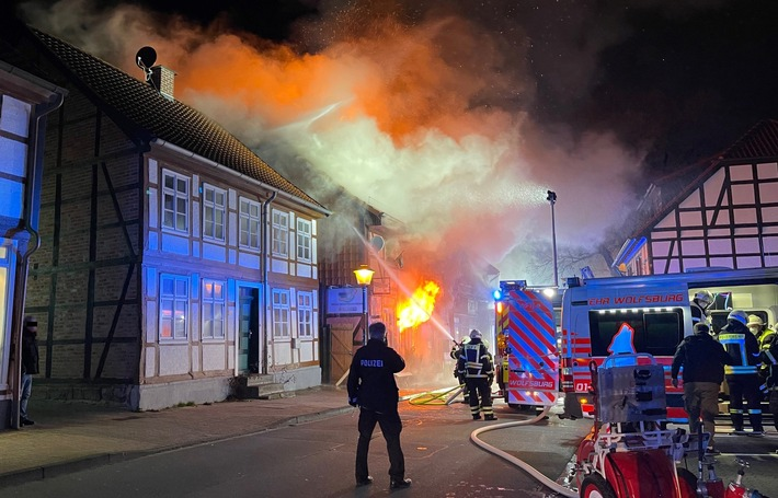 POL-WOB: Fachwerkhaus in Fallersleber Altstadt in Flammen