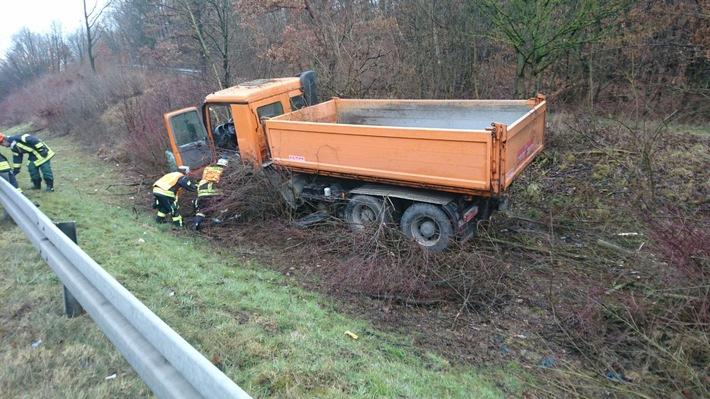 LKW kam auf der A45 von der Fahrbahn ab