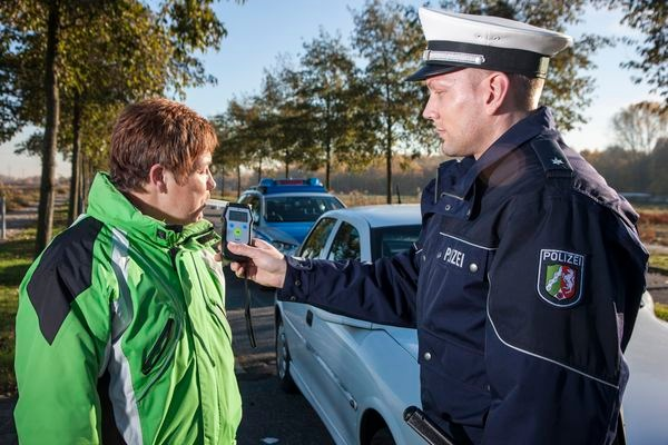 POL-REK: 171115-1: Aufmerksame Zeugen verhinderten Weiterfahrt- Pulheim