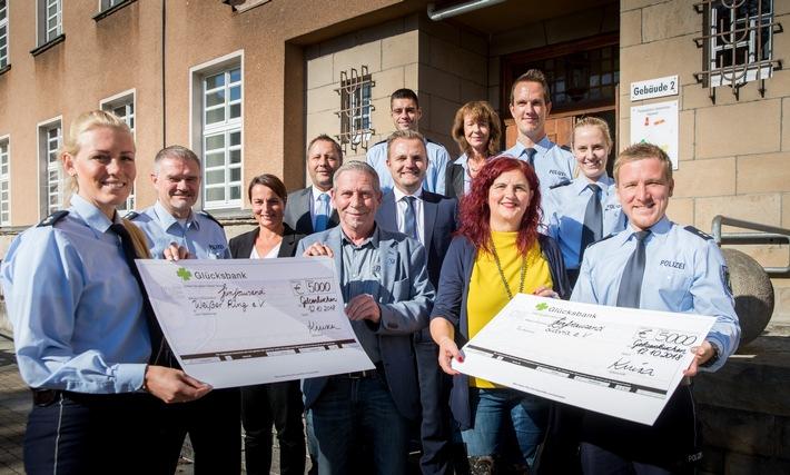 Spendenübergabe des Blaulichtlaufes 2018 im Polizeipräsidium Gelsenkirchen