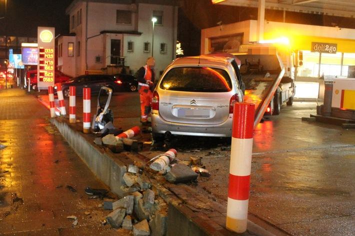 POL-AC: Autofahrer kriegt die Kurve nicht...