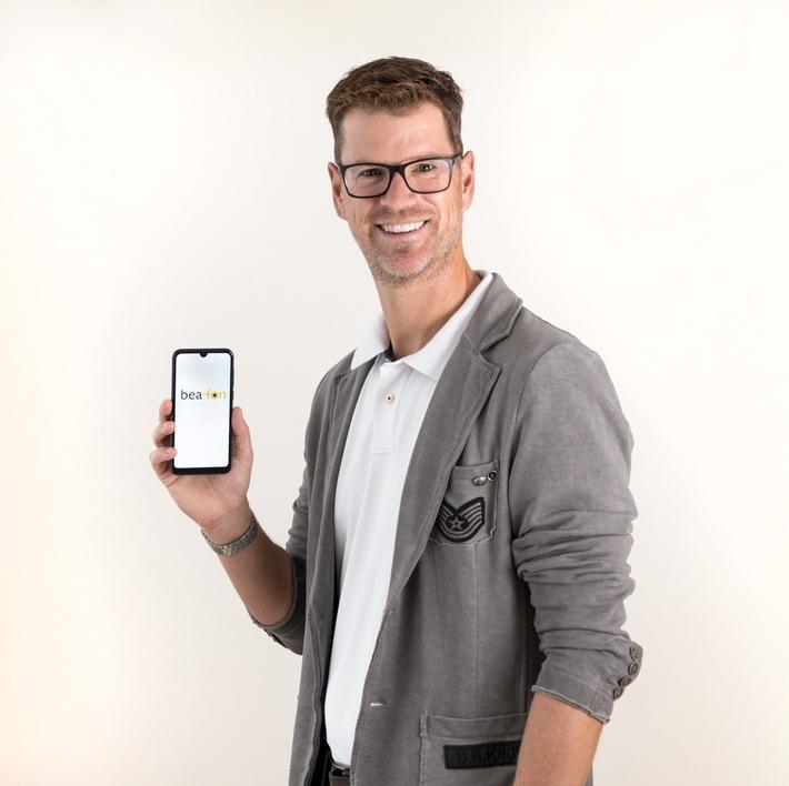 Die Beafon-Mobile GmbH ist als Anbieter von Handys unter dem Markennamen ?Beafon? mit hoher Produkt- und Servicequalität in Deutschland erfolgreich. Der Handyhersteller hat jetzt sein neuestes Handy der Weltöffentlichkeit präsentiert: Das M6 von Beafon ist ab November 2019 erhältlich, die Neuentwicklung mit vollflächigem Display und völlig ohne Tasten war ein logischer weiterer Entwicklungsschritt, da Smartphone-Produkte mit wechselbaren Bedieneroberflächen von Android- auf eine einfach zu bedienende Beafon-Oberfläche mit zusätzlichen SOS-Sicherheitsfunktionen in Zukunft bei allen Altersgruppen stark an Bedeutung gewinnen. Laut jüngsten Studien haben 75 Millionen Menschen in Europa kein Smartphone, die z.B. beim Online-Banking immer unverzichtbarer werden. ?Das neue Smartphone ist ein wichtiger weiterer Entwicklungsschritt?, betont Reinhard Handlgruber, Gesamtverantwortlicher von Bea-fon Mobile.