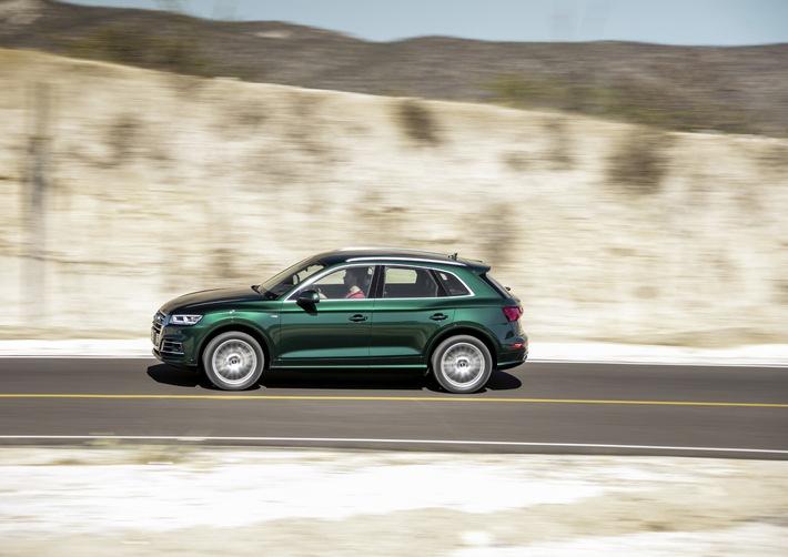 """Audi setzt Wachstum im August fort In den USA sind weiterhin SUV-Modelle von Audi bei den Kunden hoch im Kurs. Die Nachfrage über alle sportlichen Geländewagen hinweg stieg um 20,9 Prozent. Besonders positiv hervorzuheben ist dabei der Audi Q5, dessen Verkäufe im August um 42,9 Prozent auf 6.812 Einheiten zulegten. Die Marke Audi hat im August 2018 mit rund 153.900 verkauften Premium-Automobilen ihr Ergebnis aus dem Vorjahr um 10,9 Prozent übertroffen.Im Bild: Audi Q5 (Kraftstoffverbrauch kombiniert in l/100 km: 7,2 -4,5;CO2-Emission kombiniert in g/km: 164 - 117(NEFZ; Werte variieren in Abhängigkeit von Motor/Getriebe/Räder/Reifen) Weiterer Text über ots und www.presseportal.de/nr/6730 / Die Verwendung dieses Bildes ist für redaktionelle Zwecke honorarfrei. Veröffentlichung bitte unter Quellenangabe: """"obs/Audi AG/AUDI AG"""""""