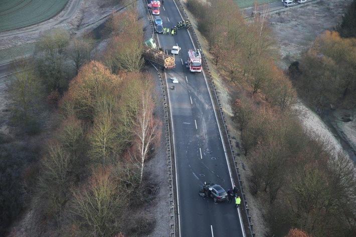 POL-PDMY: **Nachtragsmeldung** Mayen - Verkehrsunfall auf der B 262 zw. A 48 (AS Mayen) und Mayen mit drei Verletzten (1 Person eingeklemmt) und einem Sachschaden von 100.000 EUR
