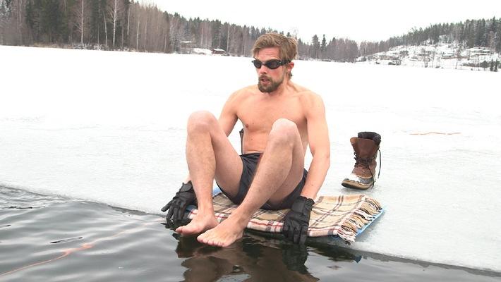 Klaas Heufer-Umlauf taucht im Eiswasser!