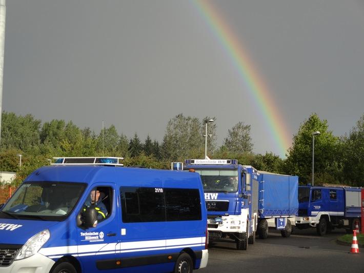 Eintreffen der THW-Kräfte aus Eckernförde unterm Regenbogen