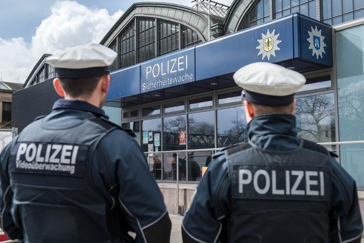 Eine Streife der Bundespolizei vor der Sicherheitswache am Hauptbahnhof- Symbolfoto: Bundespolizei