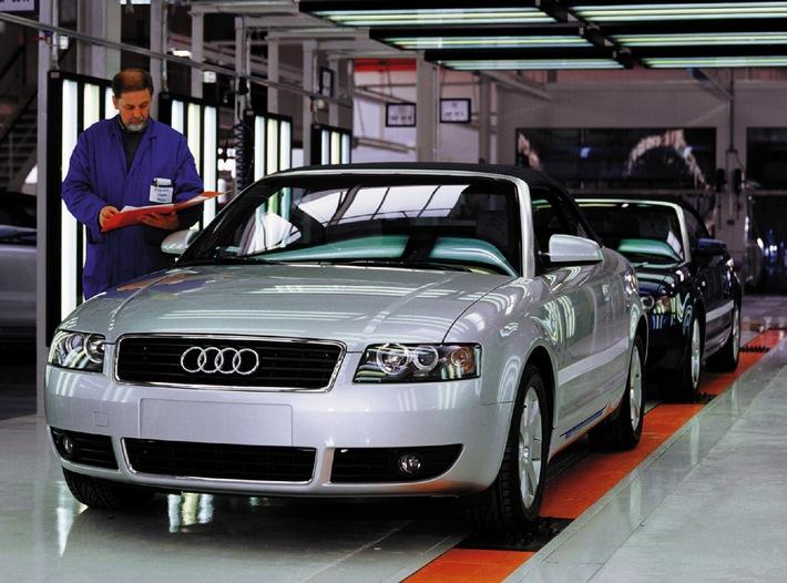 """Endabnahme des neuen Audi A4 Cabriolets. Die """"emotionale Speerspitze"""" der Modellreihe entsteht, Markteinführung im April. Die Verwendung dieses Bildes ist für redaktionelle Zwecke honorarfrei.  Abdruck bitte unter Quellenangabe: """"obs/Audi AG"""""""