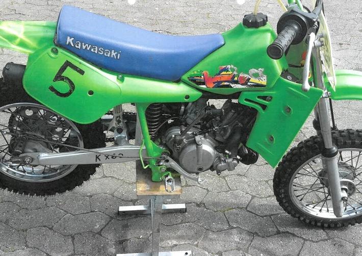 POL-CUX: Grüne Kinder-Motocrossmaschine aus Garage entwendet + Zeugenaufruf nach Unfallflucht