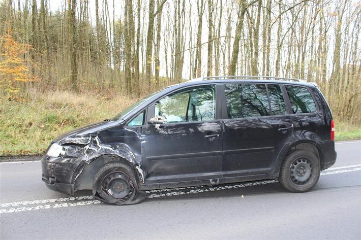 POL-OE: Verkehrsunfall im Begegnungsverkehr