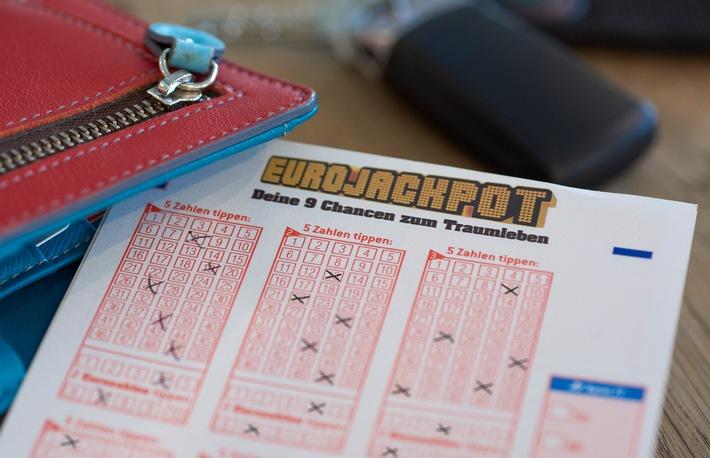 """Bei der ersten August-Ziehung der europäischen Lotterie gibt es zwei Jackpot-Gewinner. Jeweils 38.145.589,70 Euro gehen nach Baden-Württemberg und Spanien. Weiterer Text über ots und www.presseportal.de/nr/107909 / Die Verwendung dieses Bildes ist für redaktionelle Zwecke honorarfrei. Veröffentlichung bitte unter Quellenangabe: """"obs/Eurojackpot/(c) Detlev Schlag"""""""