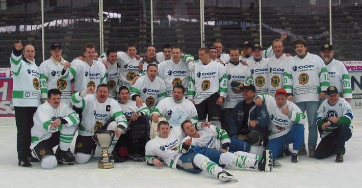 POL-F: 030311 - 0259    Frankfurt Lions in der Playdown-Runde - GREEN LIONS, das Eishockeyteam der Polizei Frankfurt am Main, wurde inoffizieller Deutscher Meister.