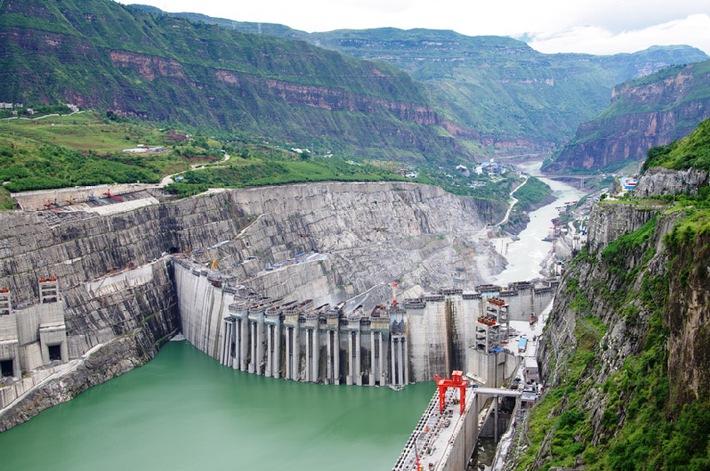"""Wasserkraftwerk Xiluodu in China. Die Verwendung dieses Bildes ist für redaktionelle Zwecke honorarfrei. Veröffentlichung bitte unter Quellenangabe: """"obs/Voith GmbH"""""""