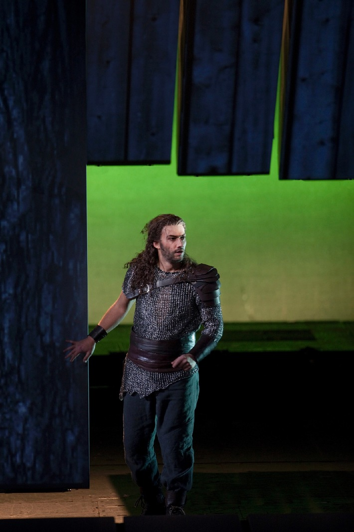 "Jonas Kaufmann als Siegmund in Wagner's ""Die Walküre."" Photo: Ken Howard/Metropolitan Opera. Taken during the rehearsal on April 12, 2011 at the Metropolitan Opera in New York City. Photo: Ken Howard/Metropolitan Opera. Photo: Ken Howard/Metropolitan Opera / Abdruck honorarfrei bei Sendehinweis auf Tele 5 bis 2 Tage nach Ausstrahlung. Verwendung nur mit Copyrightvermerk. Die Fotos dürfen nicht archiviert und nicht an Dritte weitergeleitet werden. - Gilt auch bei Wdh."