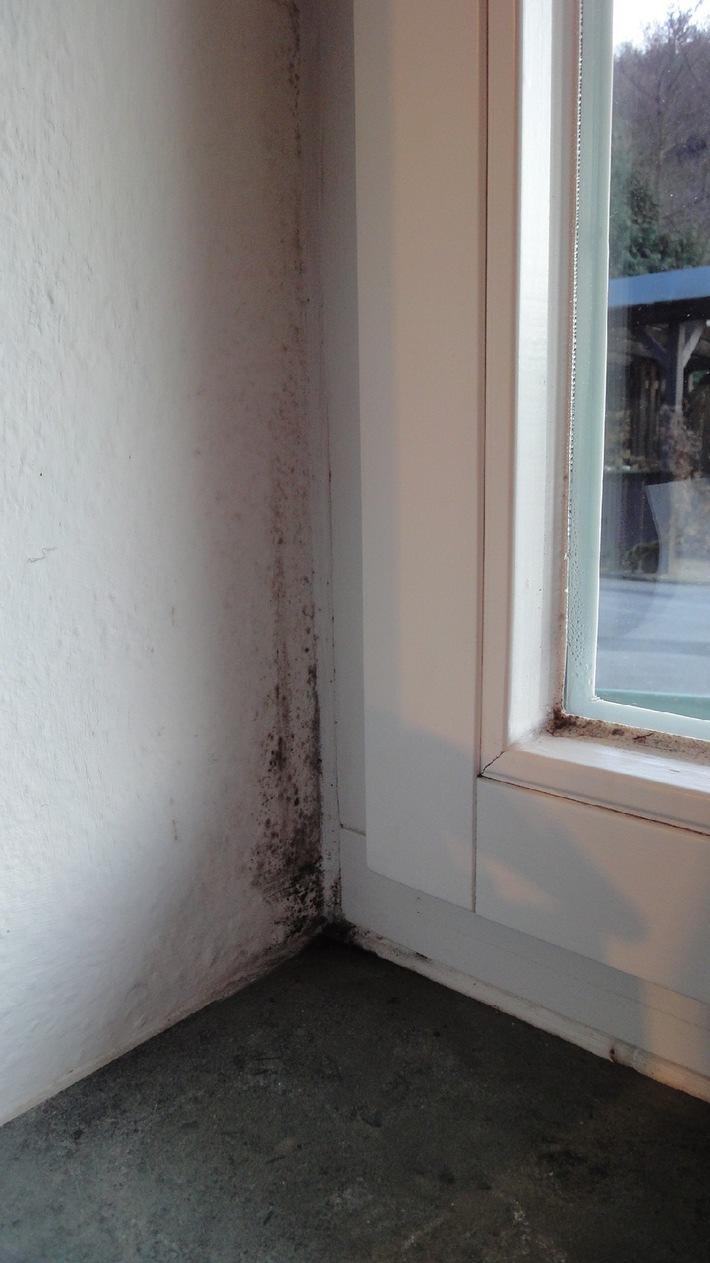 tipps gegen schimmel im wohnraum bild presseportal. Black Bedroom Furniture Sets. Home Design Ideas