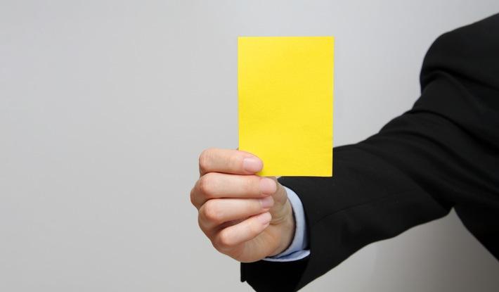"""Gelbe Karte. Weiterer Text über ots und www.presseportal.de/nr/130968 / Die Verwendung dieses Bildes ist für redaktionelle Zwecke honorarfrei. Veröffentlichung bitte unter Quellenangabe: """"obs/Adcada"""""""