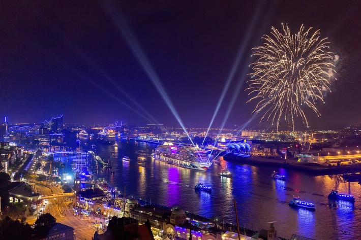 The Hamburg Cruise Days 2015: An attractive programme along the waterfront, mesmerized visitors and a spectacular parade