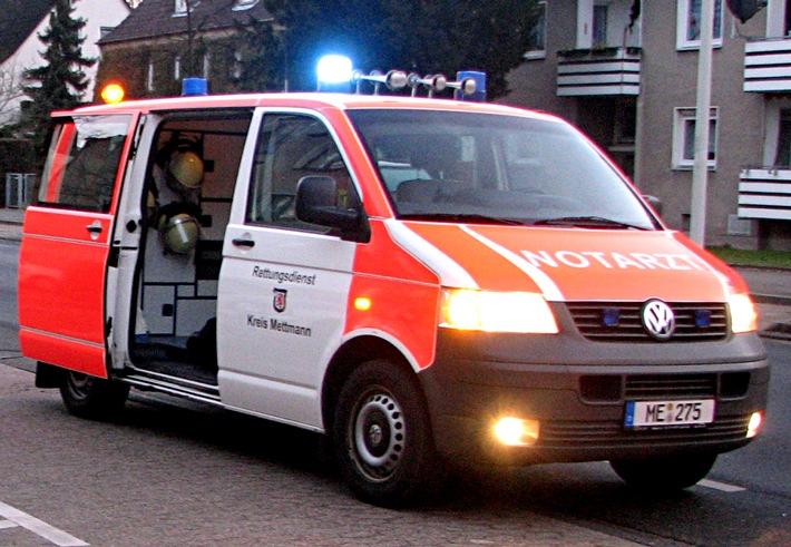 POL-ME: Zwei verletzte Fahrer nach schwerem Verkehrsunfall - Hilden - 1707080