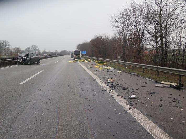 POL-DEL: Autobahnpolizei Ahlhorn: Zwei Personen bei Verkehrsunfall auf der Autobahn 28 im Bereich der Gemeinde Hatten verletzt +++ Vollsperrung der Fahrtrichtung Oldenburg