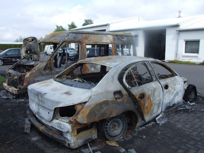 POL-CUX: Autos in Brand gesetzt: Versicherer setzt 500 Euro Belohnung aus (Foto) + Einbruch in Loxstedt