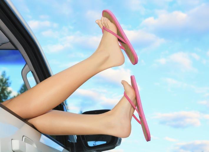 Wussten Sie eigentlich, dass man beim Autofahren mit Flipflops oder Havaianas seinen Vollkaskoschutz riskiert?