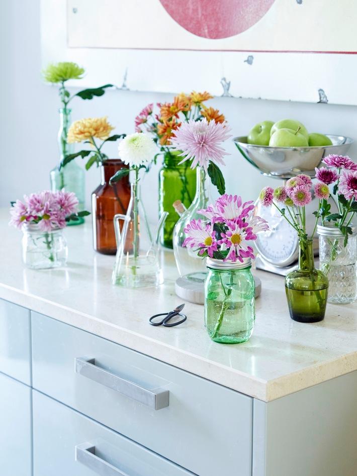 Stimmungsvoller Sommerauftakt im Interior / Farbenfroher Indoor-Sommer mit der Chrysantheme