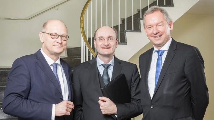Andrew Manze bleibt bis 2021 Chefdirigent der NDR Radiophilharmonie
