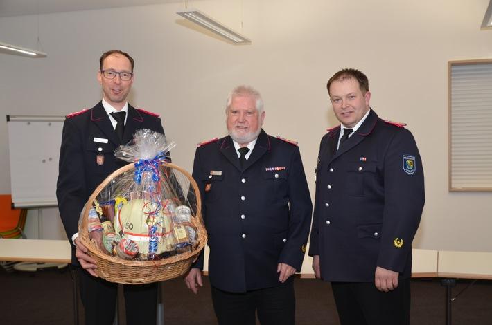von links: Christoph Supthut (stellv. Fahcdienstleiter), Wilfried Schultz (Ehrenmitglied), Markus Ketelsen (Fachdienstleiter ABC-Dienst/LZG)