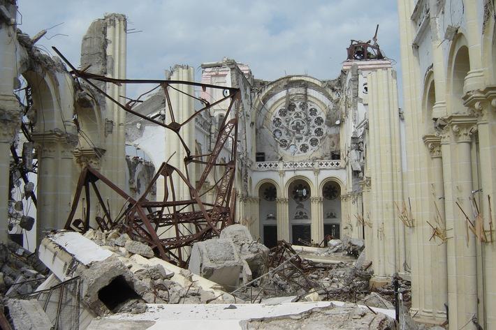 Eingestürzte Kathedrale.JPG
