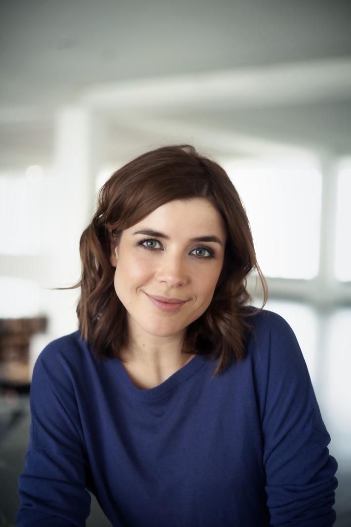 """Eva-Maria Lemke moderiert Berliner """"Abendschau"""" im rbb Fernsehen"""