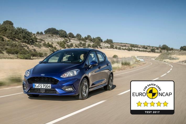 """Der neue Ford Fiesta hat beim Crashtest der unabhängigen Euro NCAP-Organisation die höchstmögliche Bewertung von fünf Sternen erzielt. Mit 87 Prozent wurde der Insassenschutz für Erwachsene bewertet, der Insassenschutz für Kinder erreichte ein Rating von 84 Prozent. Die maximale Bewertung gab es darüber hinaus für die Schutzwirkung bei Seitenaufprall-Tests. Bei Frontal-Crashs konnte die neue Ford Fiesta-Generation das Fahrzeug die Euro NCAP-Experten ebenfalls überzeugen, denn die Insassen genießen bezüglich eines möglichen Schleudertraumas ein sehr hohes Maß an Sicherheit. Weiterer Text über ots und www.presseportal.de/nr/6955 / Die Verwendung dieses Bildes ist für redaktionelle Zwecke honorarfrei. Veröffentlichung bitte unter Quellenangabe: """"obs/Ford-Werke GmbH"""""""