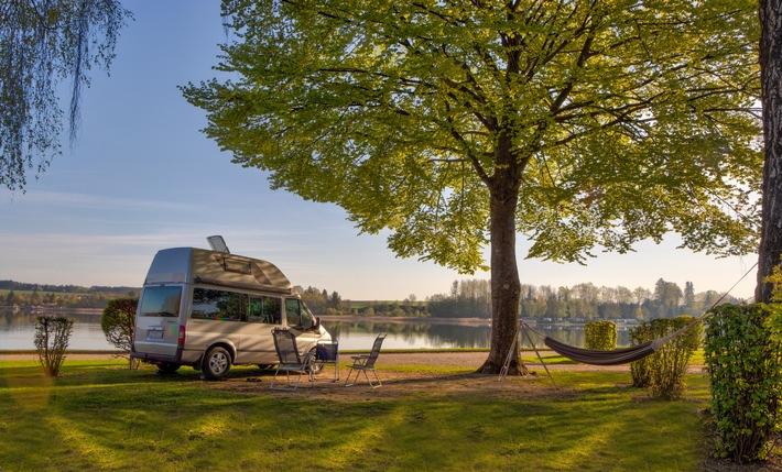 Camping-Idyll am Waginger See im oberbayerischen Voralpenland.
