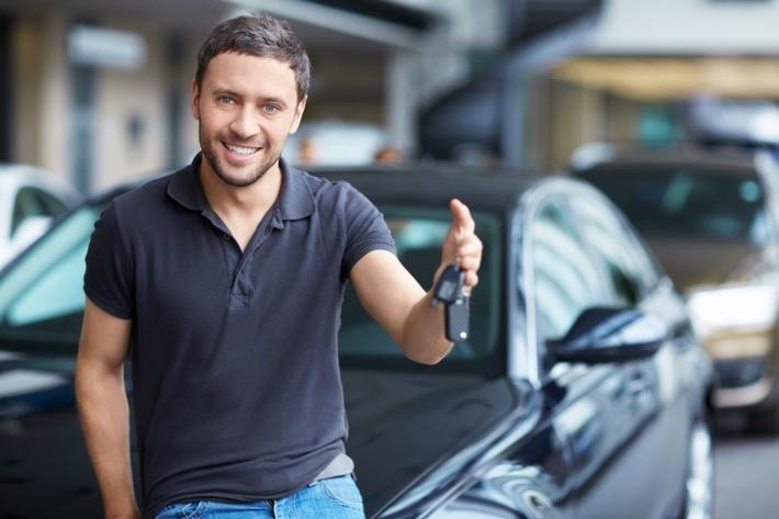 """Die Autobesitzer können jetzt ihr Fahrzeug sorgenfrei vermieten. Weiterer Text über ots und www.presseportal.ch/de/nr/100063090 / Die Verwendung dieses Bildes ist für redaktionelle Zwecke honorarfrei. Veröffentlichung bitte unter Quellenangabe: """"obs/2EM car sharing"""""""